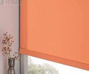 Hopeataustainen peittävä PERL rullaverhokangas. Ketjutoiminen rullaverho ikkunaan sopivilla mitoilla vermat.fi verkkokaupasta
